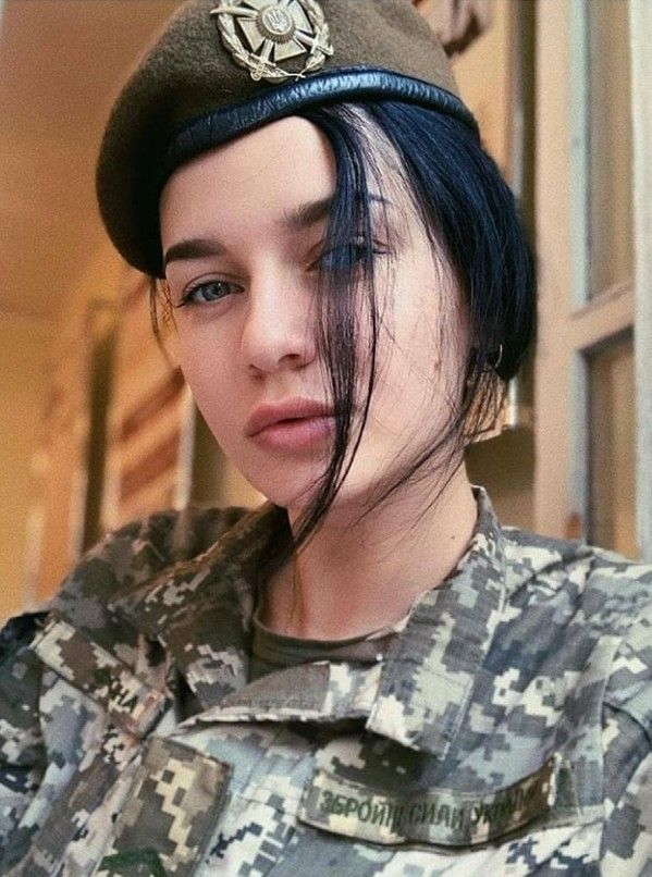 دختر نظامی خوشگل