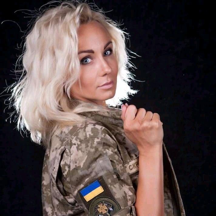 زن نظامی زیبا