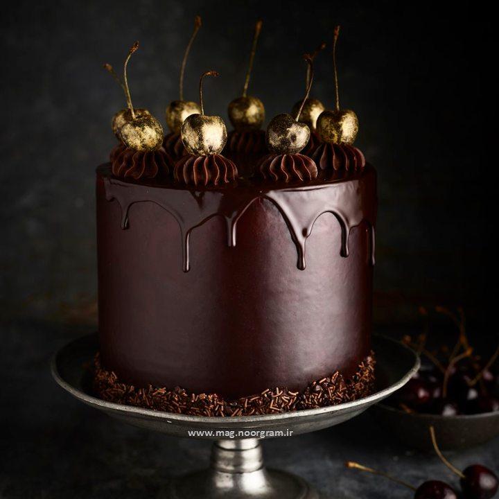کیک تولد شکلاتی طلایی