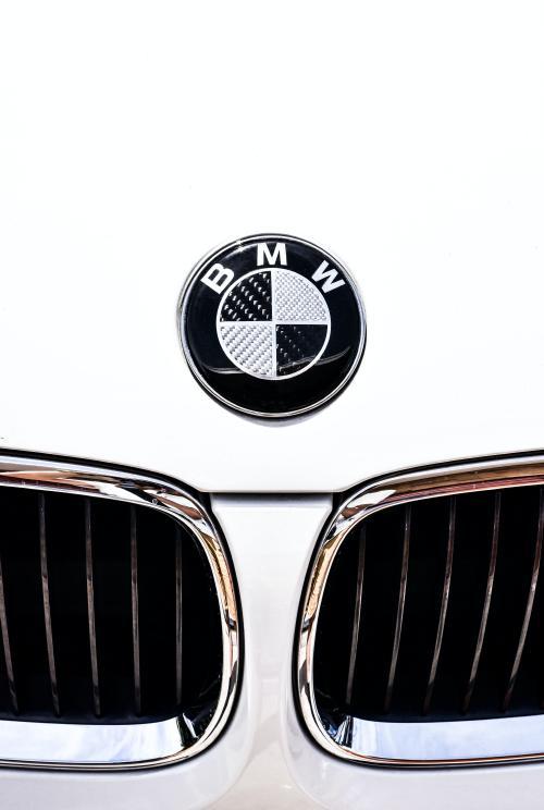 تصویر زمینه ماشین سفید