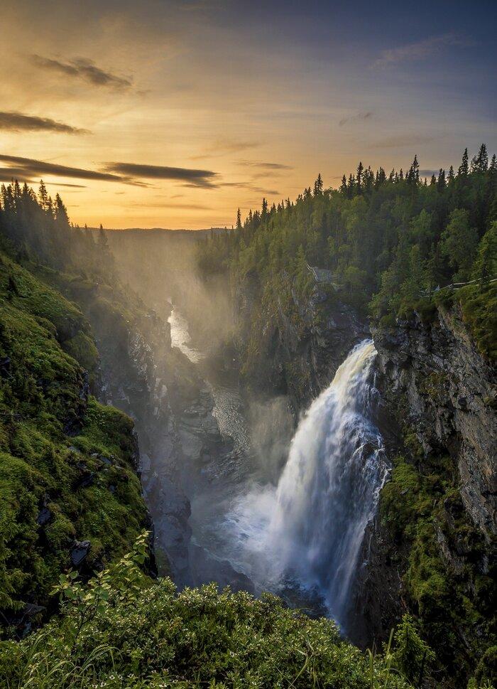 waterfall-5312692_1920.jpg