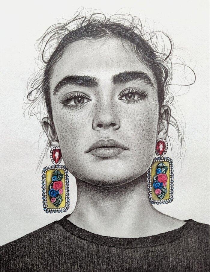 نقاشی سیاه قلم دختر.jpg