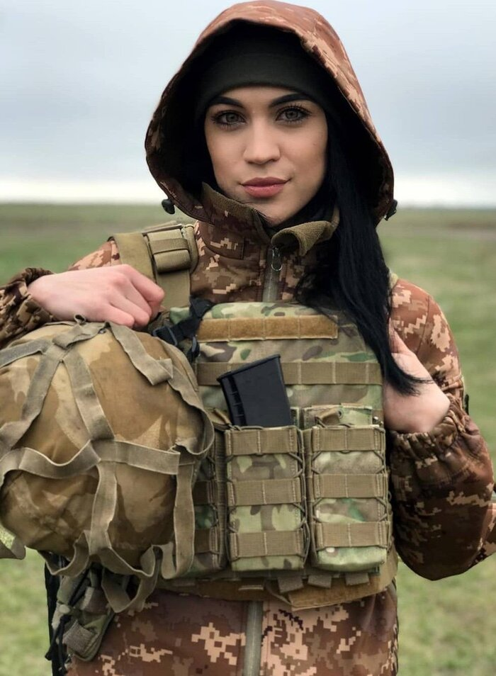 زن نظامی.jpg